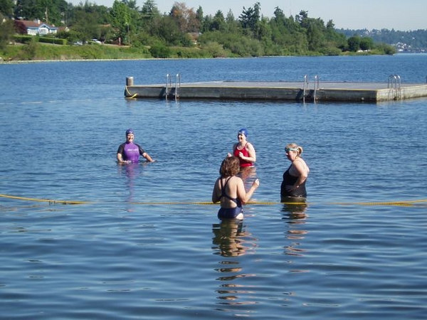 First group training at Seward - Sara, Andrea, Jean and WIlma start the swim!
