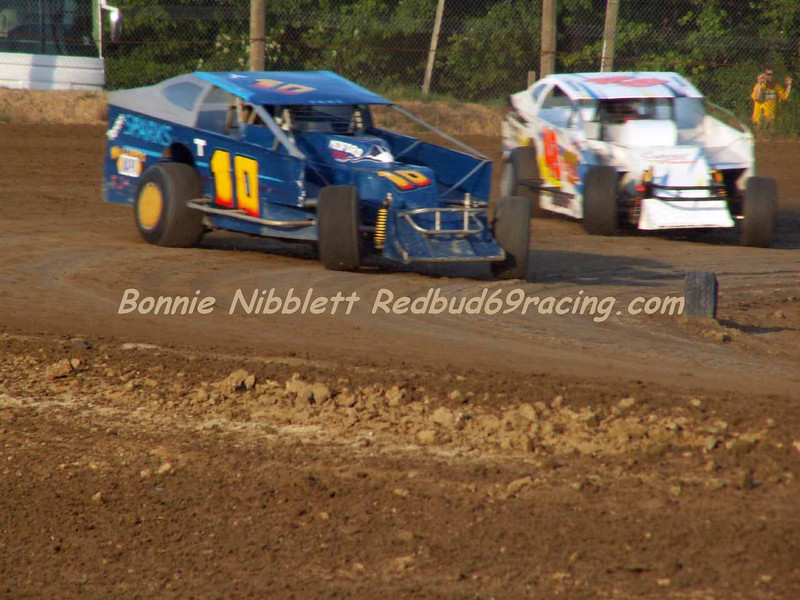 June 23, 2007 Delaware International Speedway Redbud's Pit Shots Big Block Mod heat action Craig Ott T10