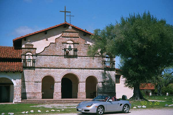 A drive from Las Vegas, up 101, to Mission San Antonio near Fort Hunter Ligget. This Mission, although very old, is also still functioning.