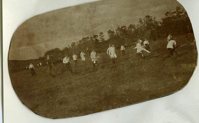1914  DMHC-DHV mixed op de Halve Maan veld DMHC Foto gescand door Hekkert   Fotograaf: onbekend Formaat: Afdruk zw