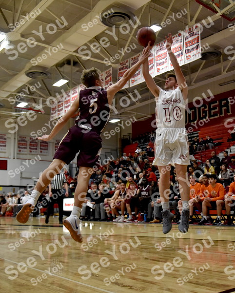 -Messenger photo by Britt Kudla<br /> Nolan Daniel of Fort Dodge shoots over Lincoln Ben Badger on Tuesday