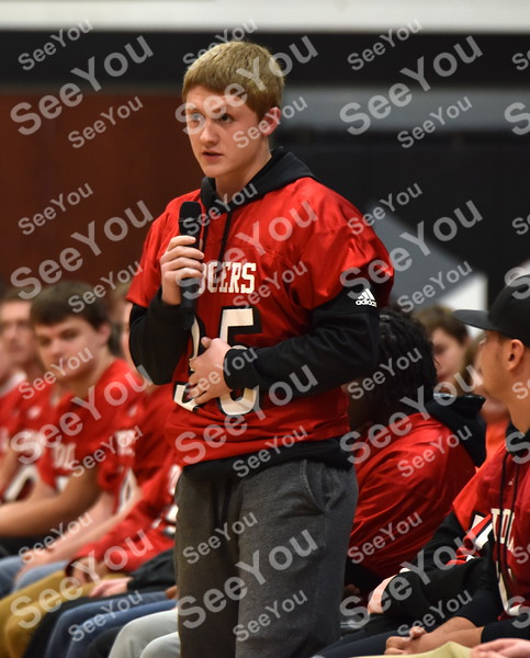 -Messenger photo by Britt Kudla<br /> Mason Bodholdt of Fort Dodge thanks the fans for their support during the season at the Dodgers prep rally on Thursday