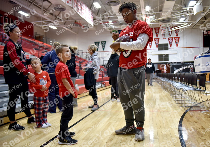 -Messenger photo by Britt Kudla<br /> Fort Dodge Dalton Summers  signs Damyan Canto (7 years Old during Dodgers prep rally on Thursday