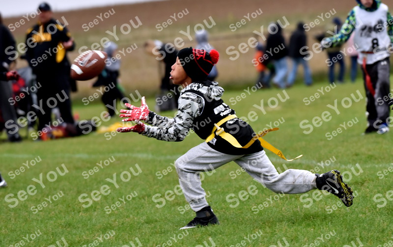 -Messenger photo by Britt Kudla<br /> Javion Soppeland of Fort Dodge 10U makes an interception during Fort Frenzy Flag Football Tournament on Saturday