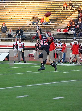 -Messenger photo by Britt Kudla<br /> Austin Halligan of Fort Dodge makes the catch against Mason City on Friday