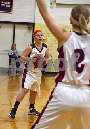 -Messenger photo by Britt Kudla<br /> Molly Matthes of Fort Dodge passes to teammate Lexi Astor during Friday game against Marshalltown inside dodge gym