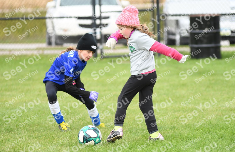 -Messenger photo by Britt Kudla<br /> Autumn Lee of Fort Dodge 10U passes the ball against Carroll on Saturday at Rogers Park