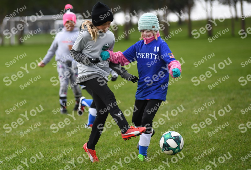-Messenger photo by Britt Kudla<br /> Zoey Balm of Fort Dodge shoot around Carroll Keadyl Reisbyrs on Saturday at Rogers Park