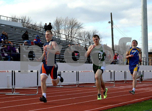 messenger photo by Britt Kudla<br />  mason city, St. Edmond and Humboldt compete in the 4x800 meter relay during the boy's relay at Dodger Stadium on Monday