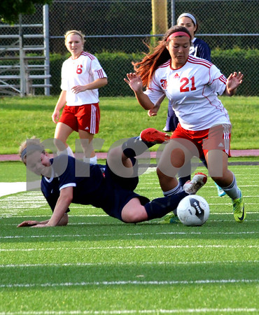 - Messenger photo by Britt Kudla<br /> Fort Dodge's Francis Lee gets tangled up with Sioux City's Carrie Keating on Wednesday