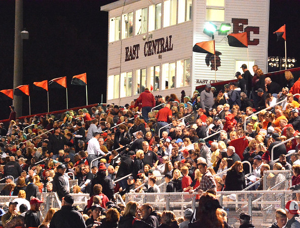 Debbie Blank | The Herald-Tribune<br /> Almost every seat was taken before the game began.