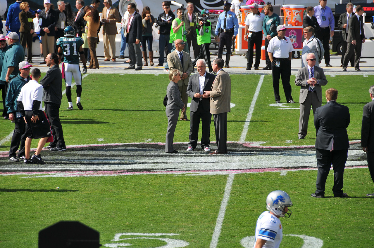 Detroit Lions owner, Martha Ford talks with Eagles owner, Jeffry Lurie - October 2012
