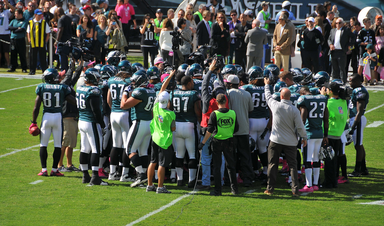 Eagles prepping for the game - October 2012