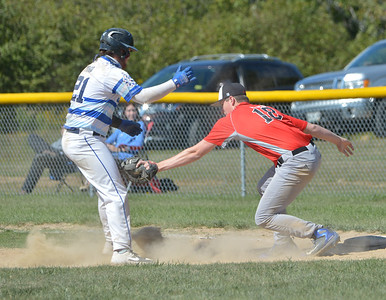 Jaguar Nick Prior is picked off at first base. (Paula Roberts photo)