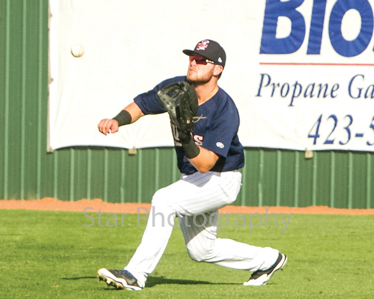 Star Photo/Larry N. Souders<br /> Twins right fielder Shane Carrier (8) draws a bead on a liner by the Braves William Contreras (24) to right field..