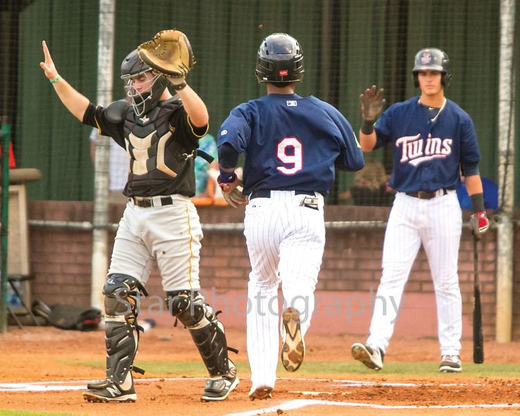 Star Photo/Larry N. Souders<br /> Ariel Montesino (9) scores the Twins first run of the night on Wander Javier (7) RBI double to center field.