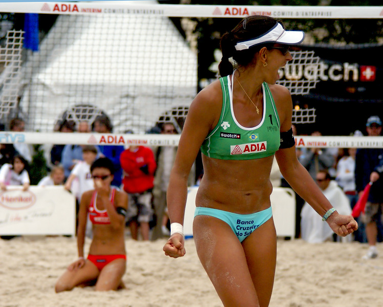 Ana Paula Connelly (Brazil), Jie Wang in the sand