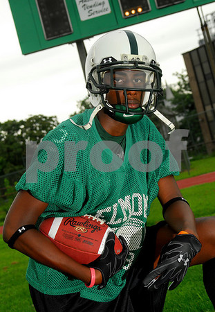 Marvin Lee, Elmont HS Football 2007. Photo by Kathy Leistner
