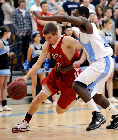 Fairview's Craig Saltarelli (left) slips past Mountain Range's Taylor Maunu (right) during their basketball game at Mountain Range High School in Westminster, Colorado February 12, 2010.  CAMERA/Mark Leffingwell