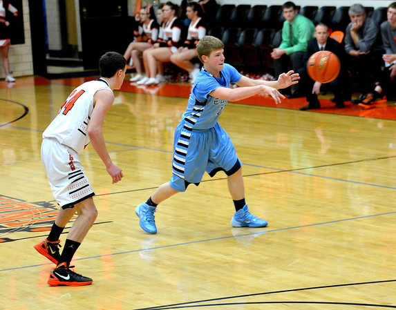 St. Elmo/Brownstown's Malachi Maxey throws a chest pass to the corner while being guarded by Altamont's Aaron Goeckner.