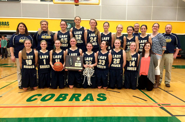 The Teutopolis Lady Shoes pose with their Class 2A Parkland Super-Secitonal plaque.