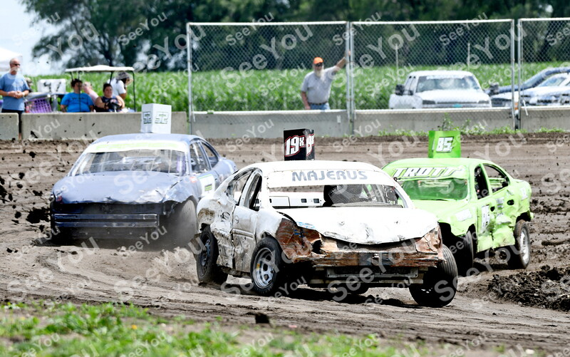 -Messenger photo by Britt Kudla<br /> Ryan Peterson of Fort Dodge takes the lead during Figure 8 race at Webster County Fairgrounds on Sunday