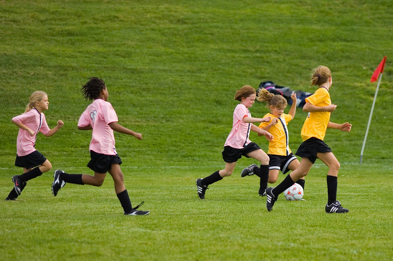 Anna (in pink) moves in on the ball.