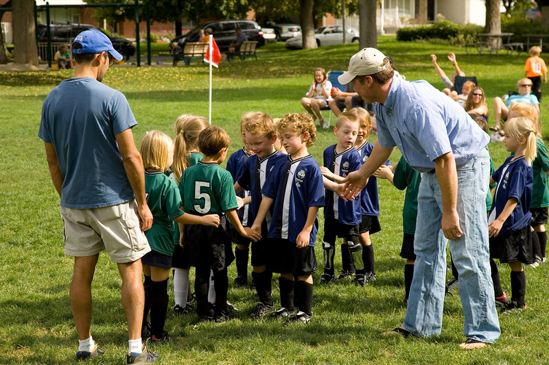 Co-ed club U6 playing on a warm Saturday at 10:00.