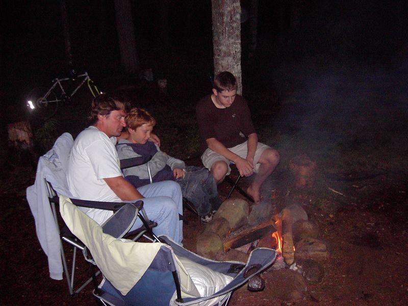 En l'entour du feu d'camp 2