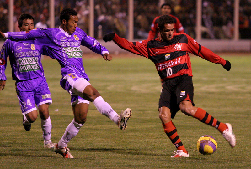 Flamengo's Renato, right, advances against Real Potos' during a Libertadores Cup in Potos', a Spanish-colonial silver mining town high in the Bolivian Andes, Feb. 14, 2007. Flamengo, Brazil's most popular club, is back in the Libertadores Cup (South America's version of the Champion's League) after a five-year absence. Real Potos', bought by a Real Madrid fan several years ago and who's emblem is remarkably similar to their Spanish counterpart, is in the tournament for the second time. Flamengo's trip to one of the world's highest professional soccer venues for the group 5 match against Potos' has proved a logistical nightmare for Flamengo because of the difficulties of playing at nearly 4,000 metres above sea level as well as the task of simply reaching the match venue. Potosi does not have a commercial airport and Flamengo flew to Sucre then made a three-hour bus journey up precipitous mountain roads to get there. Flamengo players were given bursts of oxygen during and after the match, which they managed to draw 2-2. Flamengo goals were scored in the 49th minute by Roni, who headed a free kick from the left, and Obina on an identical play in the 67th minute. After the match Flamengo leadership said that they will not play at that altitude again, prompting a controversy with the Bolivians, who say that they may refuse to play in Rio's 40 degree heat and humidity. Venezuela's Union AtlŽtico Maracaibo and Brazil's Paran‡ are also in group 5.