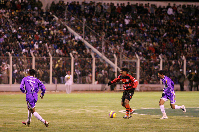 Flamengo's Claiton, second from right, advances against Real Potos' during a Libertadores Cup in Potos', a Spanish-colonial silver mining town high in the Bolivian Andes, Feb. 14, 2007. Flamengo, Brazil's most popular club, is back in the Libertadores Cup (South America's version of the Champion's League) after a five-year absence. Real Potos', bought by a Real Madrid fan several years ago and who's emblem is remarkably similar to their Spanish counterpart, is in the tournament for the second time. Flamengo's trip to one of the world's highest professional soccer venues for the group 5 match against Potos' has proved a logistical nightmare for Flamengo because of the difficulties of playing at nearly 4,000 metres above sea level as well as the task of simply reaching the match venue. Potosi does not have a commercial airport and Flamengo flew to Sucre then made a three-hour bus journey up precipitous mountain roads to get there. Flamengo players were given bursts of oxygen during and after the match, which they managed to draw 2-2. Flamengo goals were scored in the 49th minute by Roni, who headed a free kick from the left, and Obina on an identical play in the 67th minute. After the match Flamengo leadership said that they will not play at that altitude again, prompting a controversy with the Bolivians, who say that they may refuse to play in Rio's 40 degree heat and humidity. Venezuela's Union AtlŽtico Maracaibo and Brazil's Paran‡ are also in group 5.
