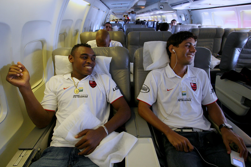 Members of Brazil's Flamengo team fly to  Santa Cruz de la Sierra, Bolivia, Feb. 12, 2007 in preparation for for a Libertadores Cup match against Real Potosi, high in the Bolivian Andes.  Flamengo, Brazil's most popular club, is back in the Libertadores Cup (South America's version of the Champion's League) after a five-year absence. Real Potos', bought by a Real Madrid fan several years ago and who's emblem is remarkably similar to their Spanish counterpart, is in the tournament for the second time. Flamengo's trip to one of the world's highest professional soccer venues for the group 5 match against Potos' has proved a logistical nightmare for Flamengo because of the difficulties of playing at nearly 4,000 metres above sea level as well as the task of simply reaching the match venue. Potosi does not have a commercial airport and Flamengo flew to Sucre then made a three-hour bus journey up precipitous mountain roads to get there. Flamengo players were given bursts of oxygen during and after the match, which they managed to draw 2-2. Flamengo goals were scored in the 49th minute by Roni, who headed a free kick from the left, and Obina on an identical play in the 67th minute. After the match Flamengo leadership said that they will not play at that altitude again, prompting a controversy with the Bolivians, who say that they may refuse to play in Rio's 40 degree heat and humidity. Venezuela's Union AtlŽtico Maracaibo and Brazil's Paran‡ are also in group 5.