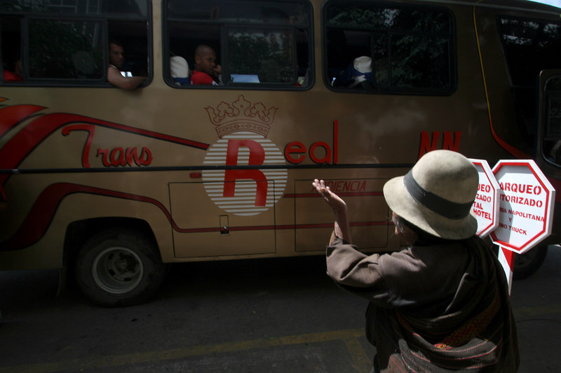 A Bolivian woman begs to Flamengo players on a bus in Sucre, Bolivia, Feb. 14, 2007, before a Libertadores Cup match against Real Potosi, high in the Bolivian Andes. Flamengo, Brazil's most popular club, is back in the Libertadores Cup (South America's version of the Champion's League) after a five-year absence. Real Potos', bought by a Real Madrid fan several years ago and who's emblem is remarkably similar to their Spanish counterpart, is in the tournament for the second time. Flamengo's trip to one of the world's highest professional soccer venues for the group 5 match against Potos' has proved a logistical nightmare for Flamengo because of the difficulties of playing at nearly 4,000 metres above sea level as well as the task of simply reaching the match venue. Potosi does not have a commercial airport and Flamengo flew to Sucre then made a three-hour bus journey up precipitous mountain roads to get there. Flamengo players were given bursts of oxygen during and after the match, which they managed to draw 2-2. Flamengo goals were scored in the 49th minute by Roni, who headed a free kick from the left, and Obina on an identical play in the 67th minute. After the match Flamengo leadership said that they will not play at that altitude again, prompting a controversy with the Bolivians, who say that they may refuse to play in Rio's 40 degree heat and humidity. Venezuela's Union AtlŽtico Maracaibo and Brazil's Paran‡ are also in group 5.