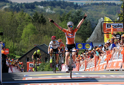 Olympic Champion Anne van der Breggen wins the Fleche the 4th time in a row!