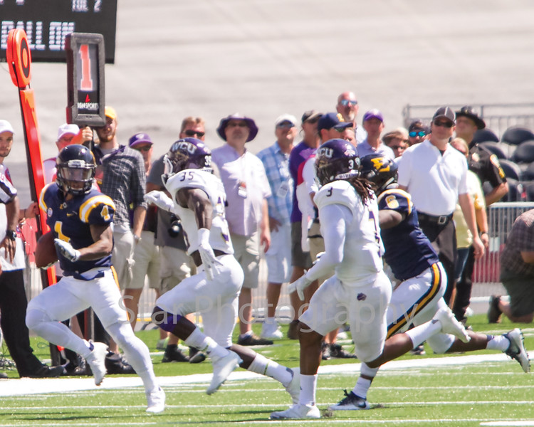 Star Photo/Larry N. Souders<br /> ETSU wide receiver Vincent Lowe (4) catches a quick out pass for a first down.