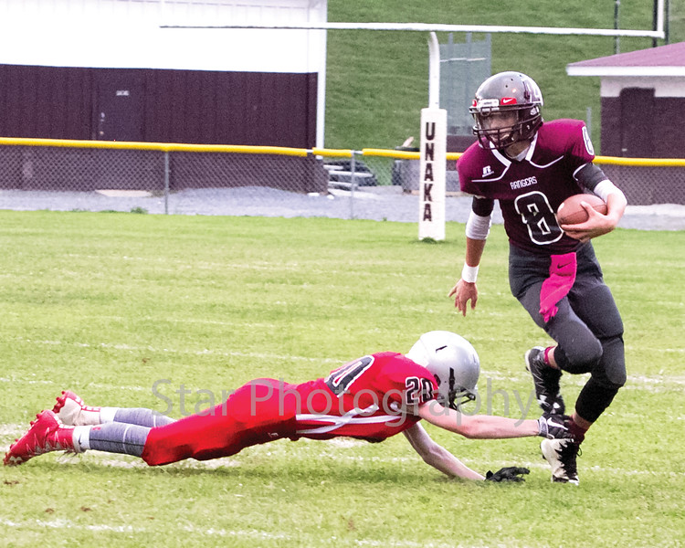 Star Photo/Larry N. Souders<br /> On a jet sweep to the left the Ranger's quarterback (8) escapes a diving tackle by a Rebel defender from Cane River Middle School.