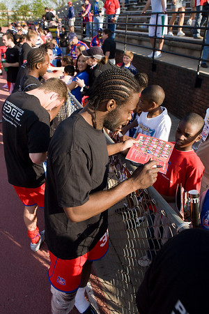 Gary Brooks and the rest of the Palace players sign autographs for the crowd.