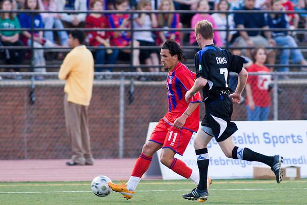 Sergio Flores passes Justin Evans.