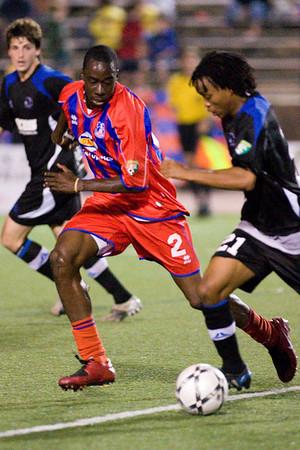"Alex Ughiovhe takes on Thabiso ""Boyzzz"" Khumalo."