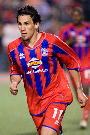 Palace forward, Sergio Flores.