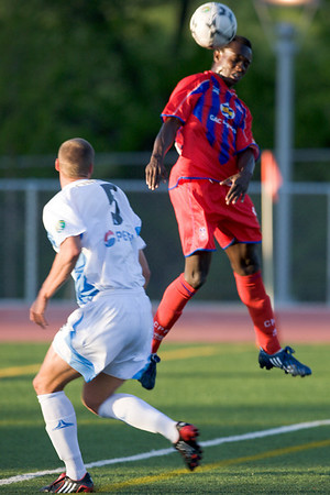 Matthew Mbuta heads the second goal for Palace.
