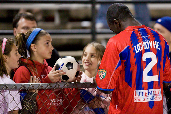 Alex Ughiovhe signs autographs for the fans.