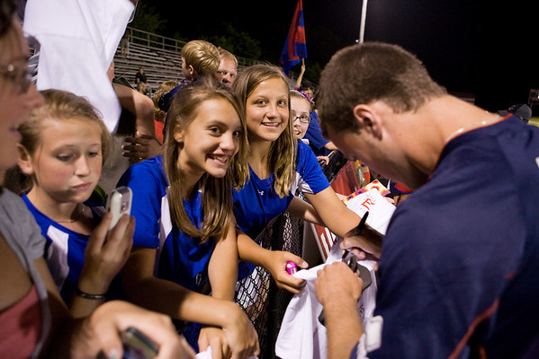 David Feazell signs autographs for the fans