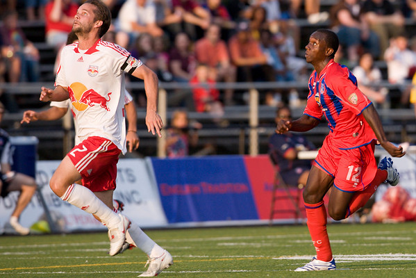 Matthew Mbuta chases a ball down with Kevin Goldthwaite