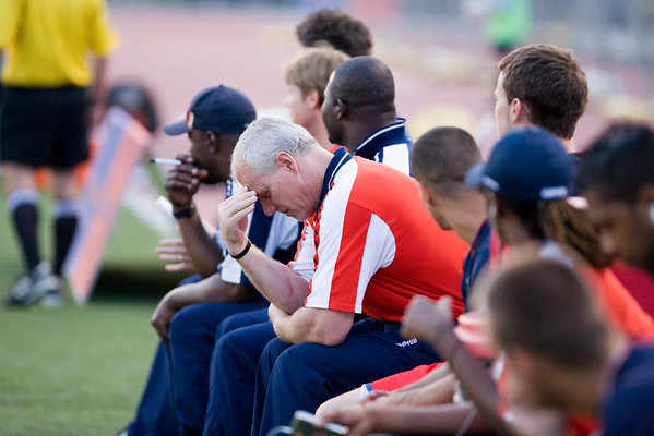 Strength & Conditioning Coach, Michael Kelly, despairs as Palace go down 3-0