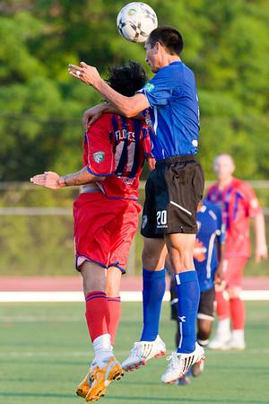 Sergio Flores under the jump of Steve Shak