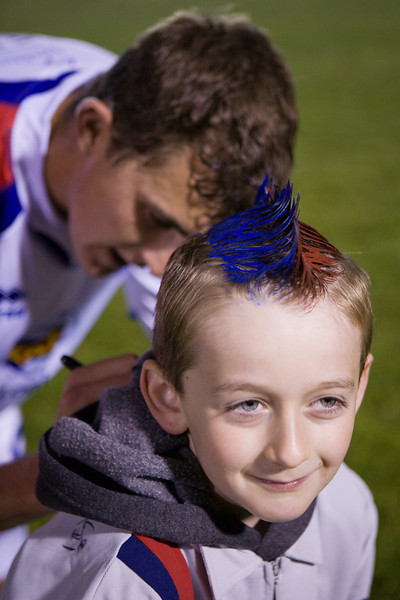 Pat Healey signs a young traveling Palace fan's shirt