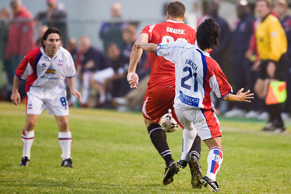 Shintaro Harada tries to tackle Neil Krause from behind
