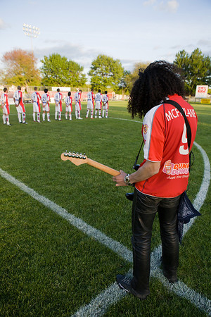 A Hendrix-esque rendition of the national anthem was peformed
