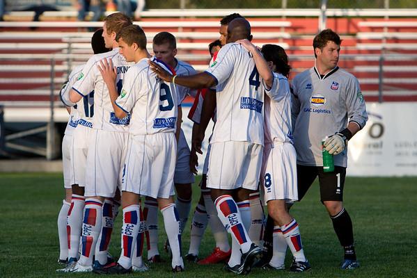 Pre-kickoff huddle